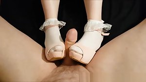 Young girl with perfect feet in frilly ankle socks coupled with heels gives shoejob