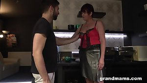 Hot nextdoor granny turned to be a blowjob expert and gormandizing old whore