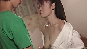 Amateur guy gets his dick pleasured at the end of one's tether an experienced mature