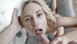 Blonde Babe Suckin' - ScrewMeToo